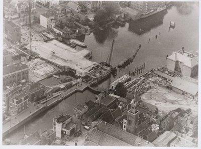 Zaandam Gedempte Gracht Panoramafoto / luchtfoto. Peperstraat, bouw van Beatrixbrug met rechts onder de Oostzijderkerk in de Klauwershoek.