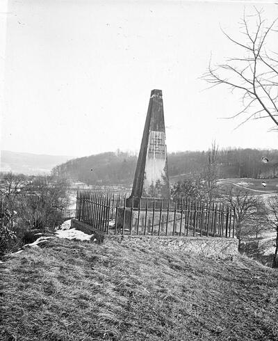 Fotografie   Reproduktion: Frenkendorf; Hülftenschanz-Denkmal