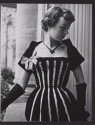Fotografie | Modefoto Firma Seiler & Co.; Damenrobe