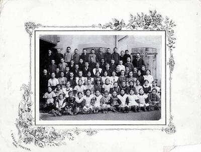 Fotografie auf Karton | Klassenfoto 1. und 2. Primarklasse? Gelterkinden Jahrgang 1901-03?