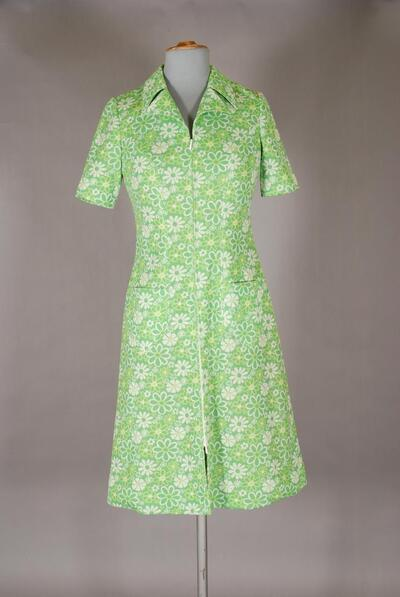 Grünes Kleid mit Blumenmuster, für Damen