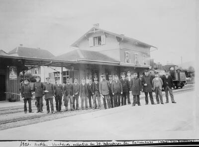 1901: Prattler Bahnhofvorstände anlässlich 30. Jahrestag der Salinen-Bahn