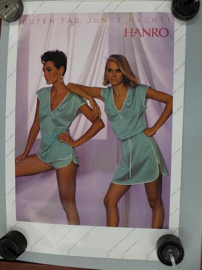 Plakat, Damennachtwäsche