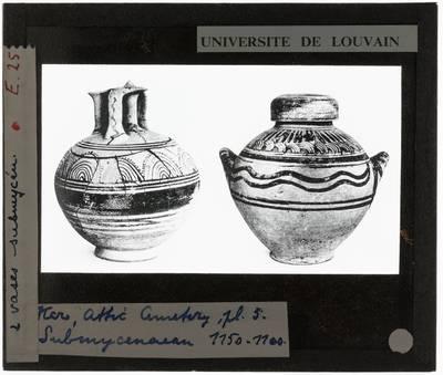 Oud-Grieks aardewerk. Twee submyceense vazen