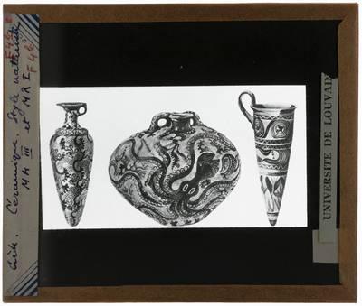 Oud-Grieks aardewerk. Drie vazen met natuurlijke stijl
