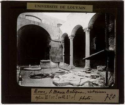 Roma. Chiesa di Santa Maria Antiqua Interieur: Zicht op chevet en zijbeuk