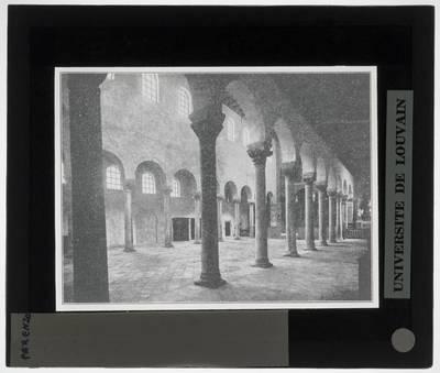 Poreč. Eufrazijeva bazilika Interieur: Zicht op het interieur vanuit de zuidelijke zijbeuk