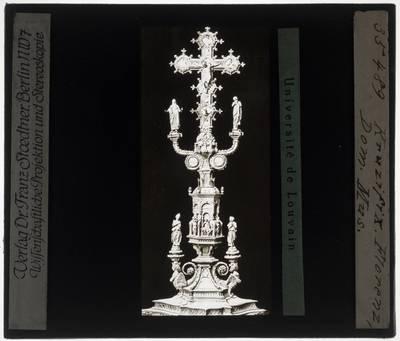 Kandelaar met crucifix
