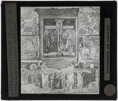 Muur met fresco met centraal een Kruisiging en andere scènes rond