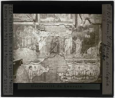 Muur met fresco met centraal Madonna, heiligen en schenkers