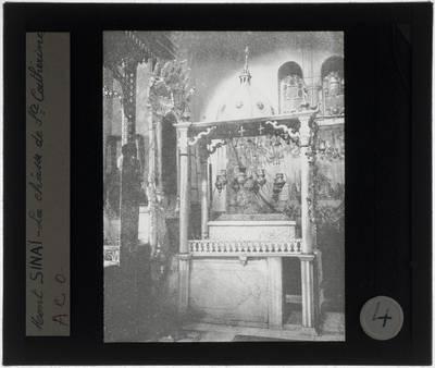 Sinaï. Klooster van Sint-Catharina. Kloosterkerk Kerk van de Transfiguratie Interieur: Schrijn van de H. Catharina