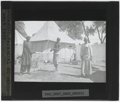 Medamud Personeel van het opgravingskamp in 1925 poseert voor foto