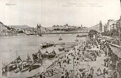 Piac a Dunaparton Budapest 1907.