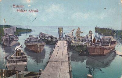 Balaton. Halász bárkák.