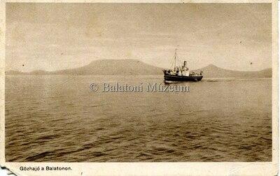 Gőzhajó a Balatonon.