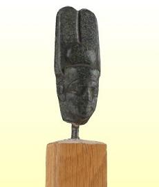Amon(-Ré) isten szobrának töredéke
