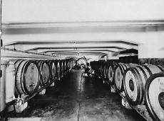 Meinl likőrpince Budapest 1930-as évek