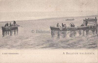 A Balaton halászata. A háló vízbeeresztése.