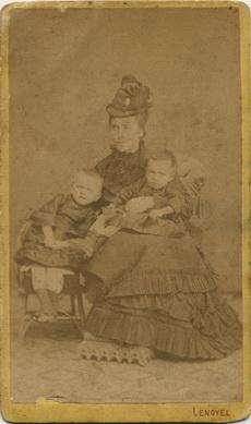 Vonya Anna és két gyermeke