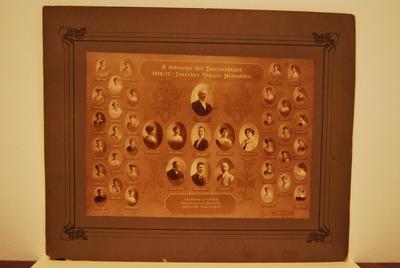 A debreceni ref. tanítóképző 1916/17 tanévben végzett növendékei