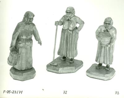 Faragás /sajtárus öregasszony , pihenő öregasszony és szakajtós öregasszony figura/