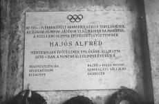 Emléktábla Hajós Alfréd emlékére Debrecen 1976..