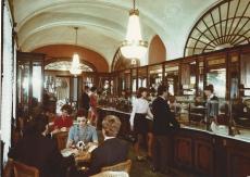 Vörösmarty Cukrászda, Budapest 1971.