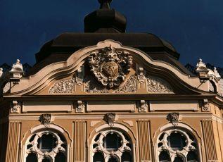Tanácsház felújított címere
