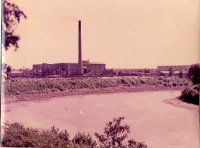 Tisza Cipőgyár távlati képe a Tisza-kanyar felől