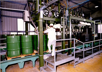 Martfűi Növényolajgyár töltőgépsor, hordós