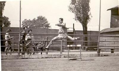 Asztalos Ferenc gátfutó versenyen