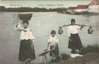 Sokácz leányok a Dunán