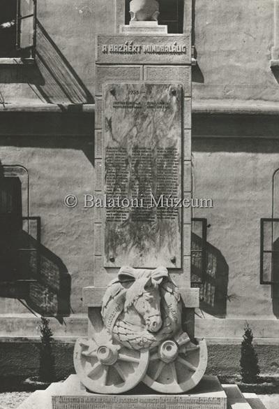 II. világháborús emlékmű a Deák F. utcában