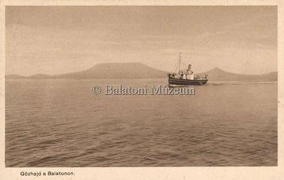 Gőzhajó a Balatonon