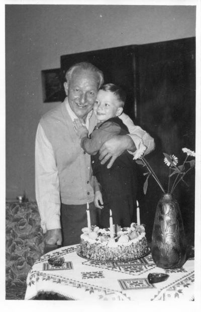 Benke Dezső cukrász és unokája, Sepsiszentgyörgy, 1950-es évek vége-1960-as évek eleje