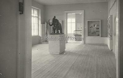 Az 1949-es új kiállítás a Balatoni Múzeumban. Őslénytani és geológiai részlet