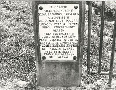 Második világháborús emléktábla a zalaszentgróti hídon
