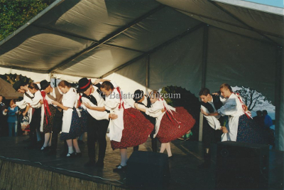 Folklórműsor a Balaton-parton