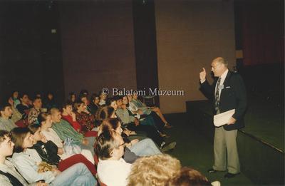 Vers és prózamondás kategória a Petőfi Filmszínházban. Helikon 96.