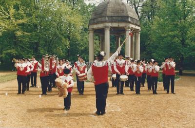 Balatoni évadnyitó. Herbsteini fúvósok koncertje a Helikon emlékmű előtt