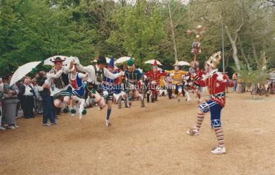 Balatoni évadnyitó. Német táncegyüttes műsora a Helikon parkban