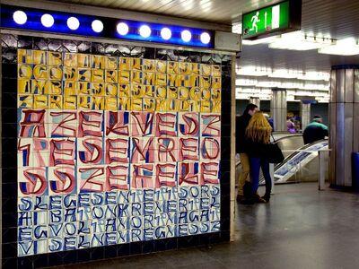 A Deák téri metróállomás csempefala