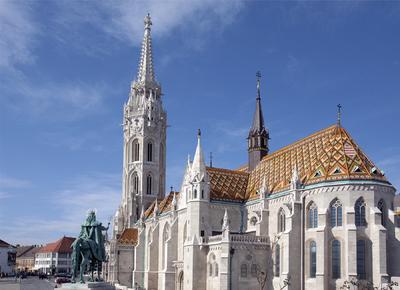 A Mátyás templom és a Szent István lovasszobra
