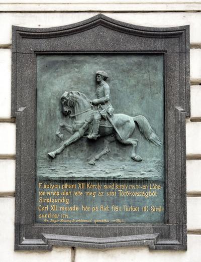 XII. Károly emléktáblája