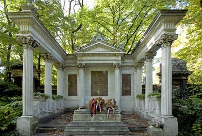 Salgótarjáni úti zsidó temető – Weiss Manfréd  síremléke