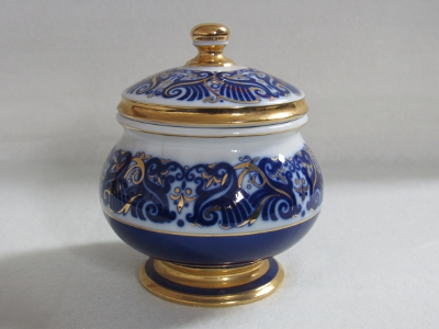 Cukortartó fedővel, porcelán
