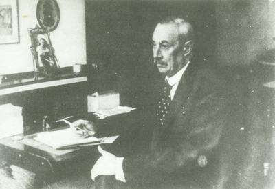 Krúdy Gyula íróasztalánál