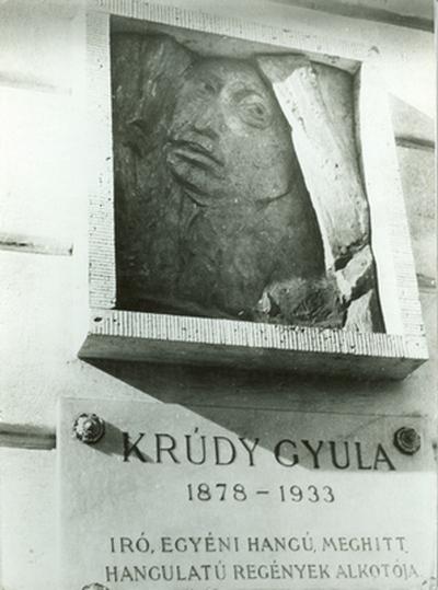 Krúdy Gyula-emléktábla