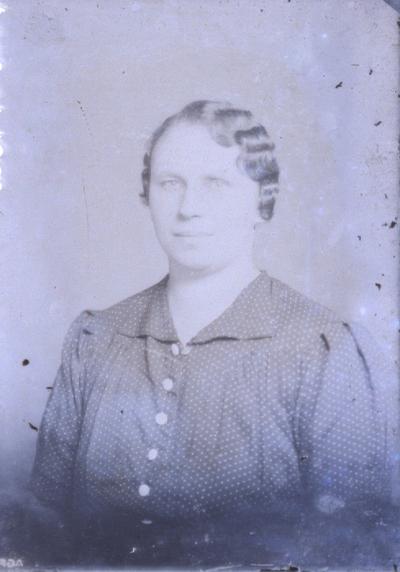 Nő portréja