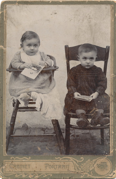Két kisgyermek